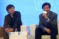 Sohu CEO Charles Zhang (L) and Xiaomi founder Lei Jun.