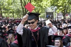 A Chinese student waves the national flag during a graduation ceremony in an American university.