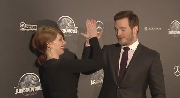 """Jurassic World"" stars Bryce Howard Dallas, Chris Pratt"