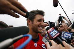 Tim Tebow showcased his athleticism and grasp of offense at the Eagles minicamp
