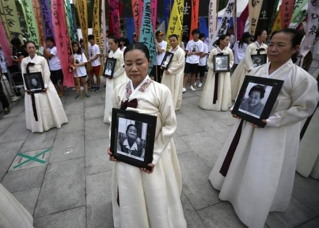 Participants at a requiem ceremony for former comfort woman Lee Yong-nyeo in Seoul, Aug. 14, 2013.