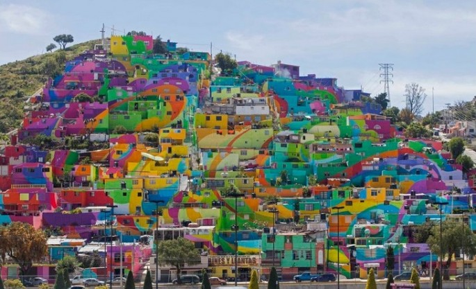 Residents of Pachuca's Las Palmitas neighborhood teamed up with muralists to create a giant mural that has changed the character of the place.