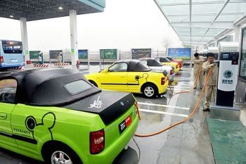 Workers recharge electric cars at a charging station, the first in Yangzhou, east China's Jiangsu Province.