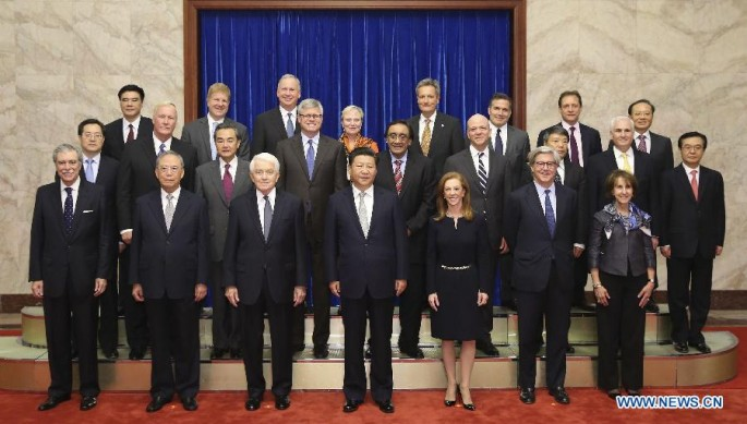 President Xi Jinping (C, front) poses with U.S. business delegates at the Great Hall of the People in Beijing, Sept. 17, 2015.