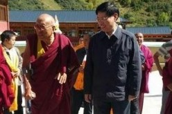 Party official Cui Baohua during his visit to Achok Rinpoche.