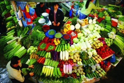 Consumers can soon buy fresh produce such as vegetables from online food retailers like Womai.