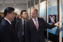 Inmarsat CEO Rupert Pearce briefs President Xi Jinping during his visit at the headquarters of the British satellite telecom company on Oct. 22, 2015.