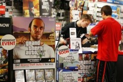 A fan seen buying games where GTA 5 is promoted.