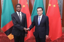 Zambian President Edgar Chagwa Lungu (L) shakes hands with Chinese Premier Li Keqiang (R) at the Great Hall of the People on March 30, 2015 in Beijing, China.