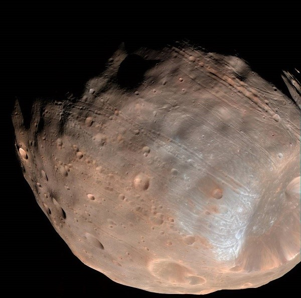 New modeling indicates that the grooves on Mars' moon Phobos could be produced by tidal forces – the mutual gravitational pull of the planet and the moon. Initially, scientists had thought the grooves were created by the massive impact that made Stickney