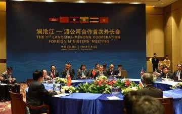 Foreign Minister Wang Yi presides over the meeting with foreign ministers from the Mekong countries during the first LMC meeting.