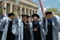 A report by the U.S. Institute of International Education revealed that, for the first time, the number of Chinese mainland students studying in U.S. colleges and universities have exceeded 300,000.