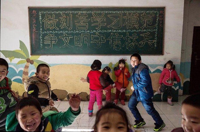China To Give Residency Rights To Migrant Families