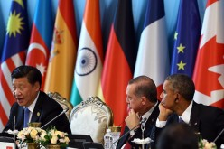 (L-R) Chinese President Xi Jinping, Turkish President Recep Tayyip Erdogan and U.S. President Barack Obama attend a session on day two of the G20 Turkey Leaders Summit in Turkey, Nov. 16, 2015.