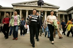 First Chinese Tourists To Visit UK Go Sightseeing
